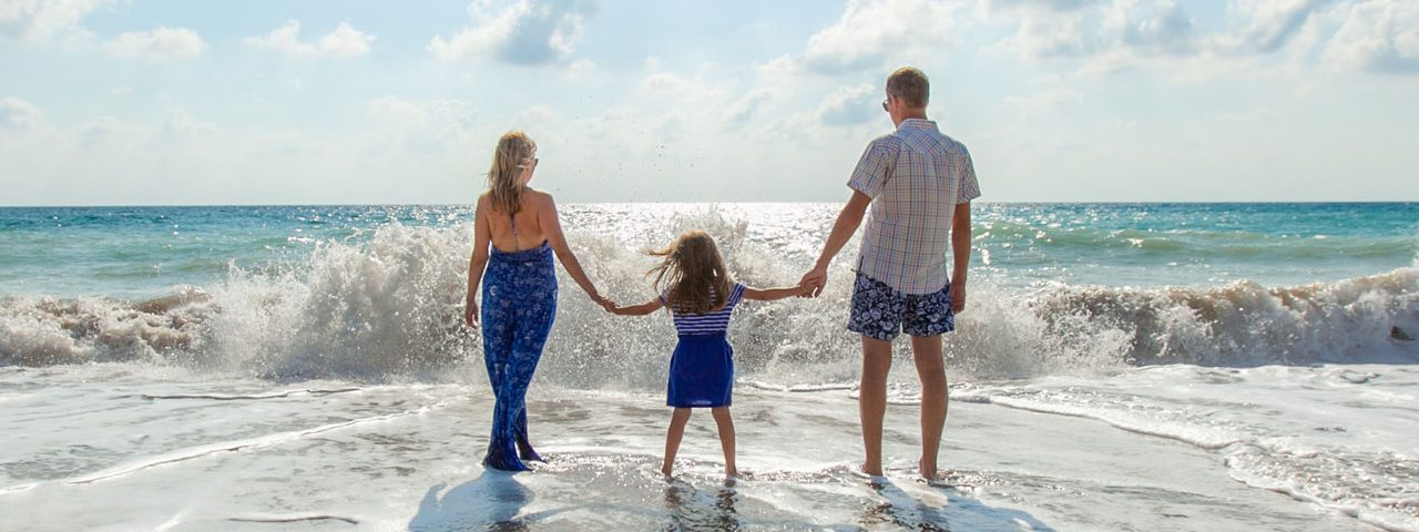 family three sea sky waves father mother daughter 1280