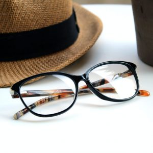 glasses hat table 640