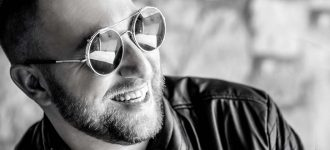 Male Sunglasses Black and White 1280x480 330x150