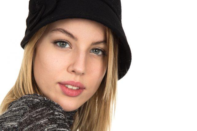 Girl wearing contact lenses
