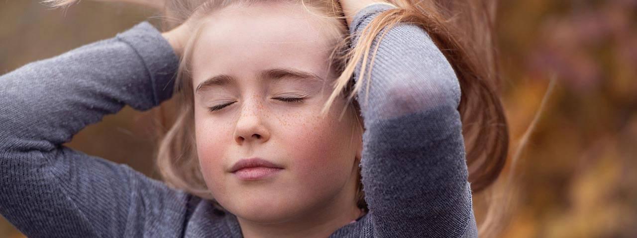 girl closing eyes