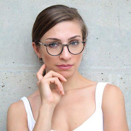 woman-glasses-neutral_640-427x427