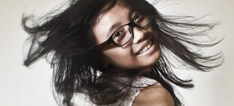 Happy Girl Flippig Hair Glasses 1280x853 330x150