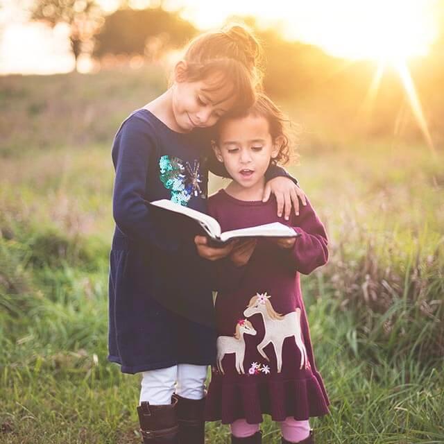 girls-reading-sunshine_640