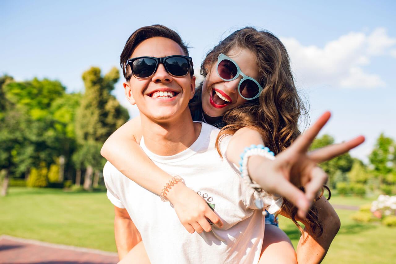 hero-two-smile-guy-girl-glasses-1280