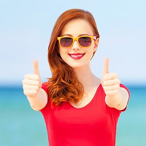 summer sunglasses thumbs up 300x300px