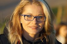 Blond-Woman-Glasses-Satisfied220x147