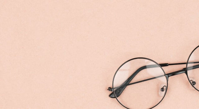 Round hipster sunglasses on pink background 640