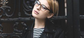 girl wearing glasses_1280x853 330x150