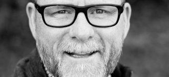 senior man glasses_1280x853 330x150