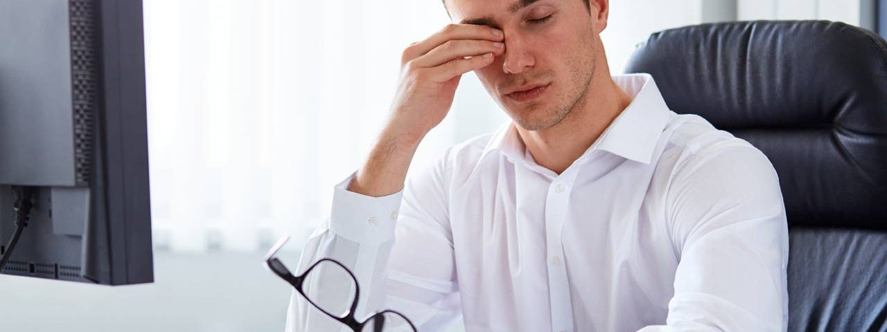Eye doctor, man suffering from computer eye strain in Louisville, LaGrange & Carrollton, Kentucky