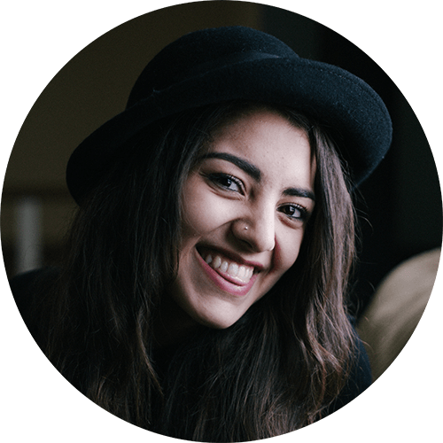 smile-woman-dark-hat-bkgnd.png