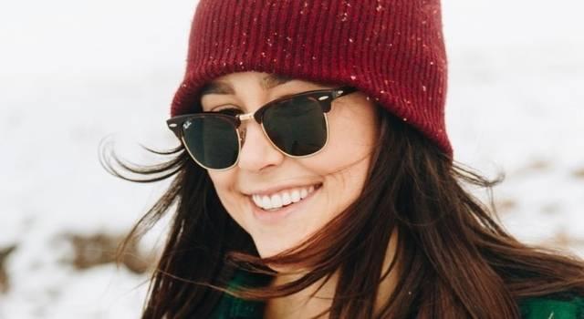 girl wearing sunglasses in winter 640×350