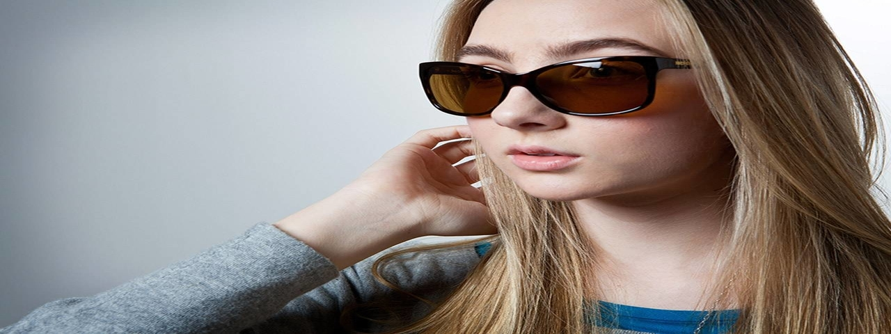 bluetech girl in sunglasses 1280×480