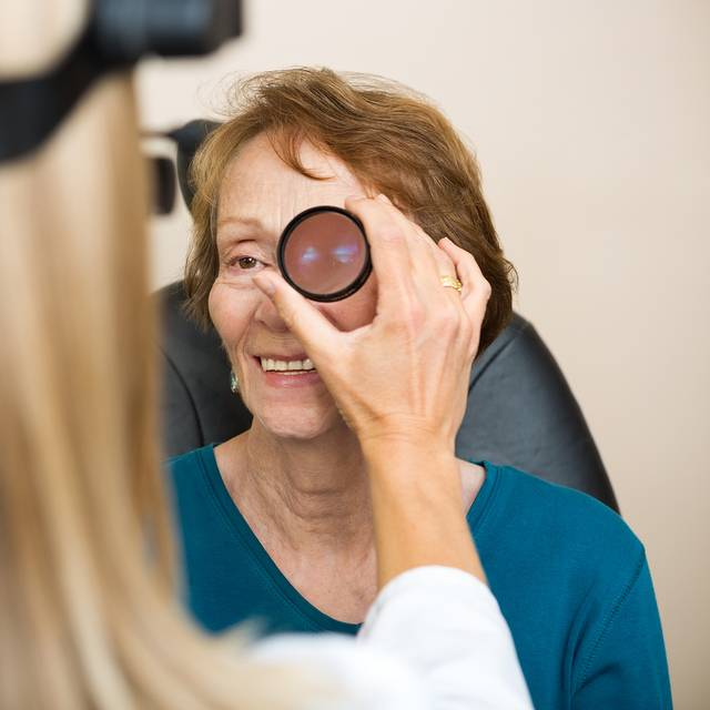 female optician examination 640.jpg