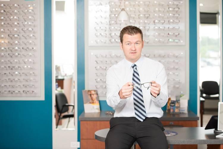 eye doctor offers glasses for astigmatism DSC 5598