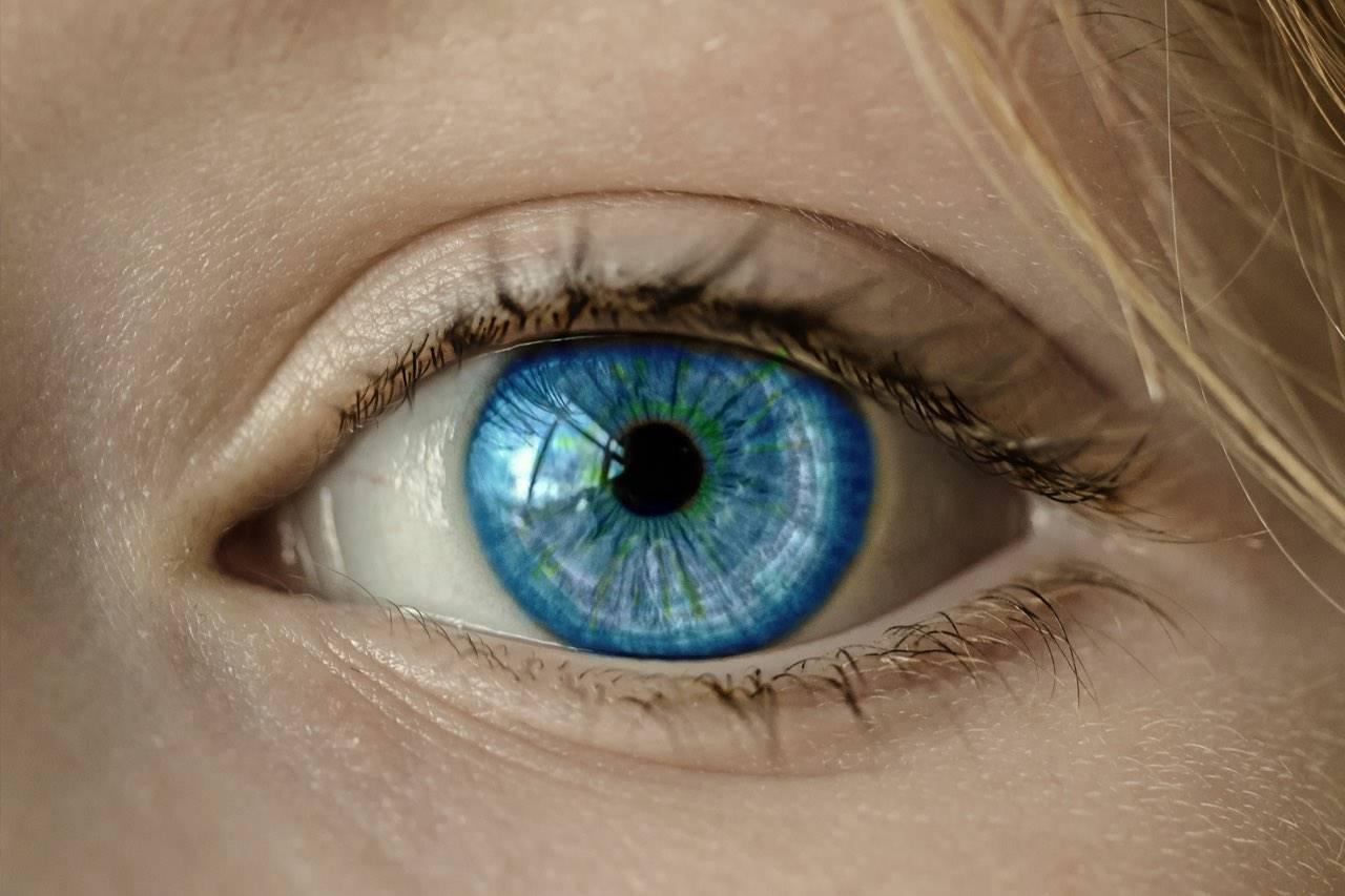 eye-blue-close