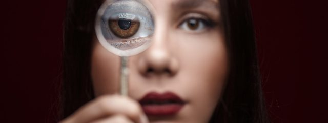 dry eye with magnifying glass 640x240