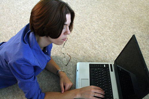 woman with laptop 500×334