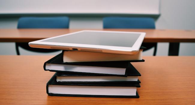 Computer-classroom-work-blue-light
