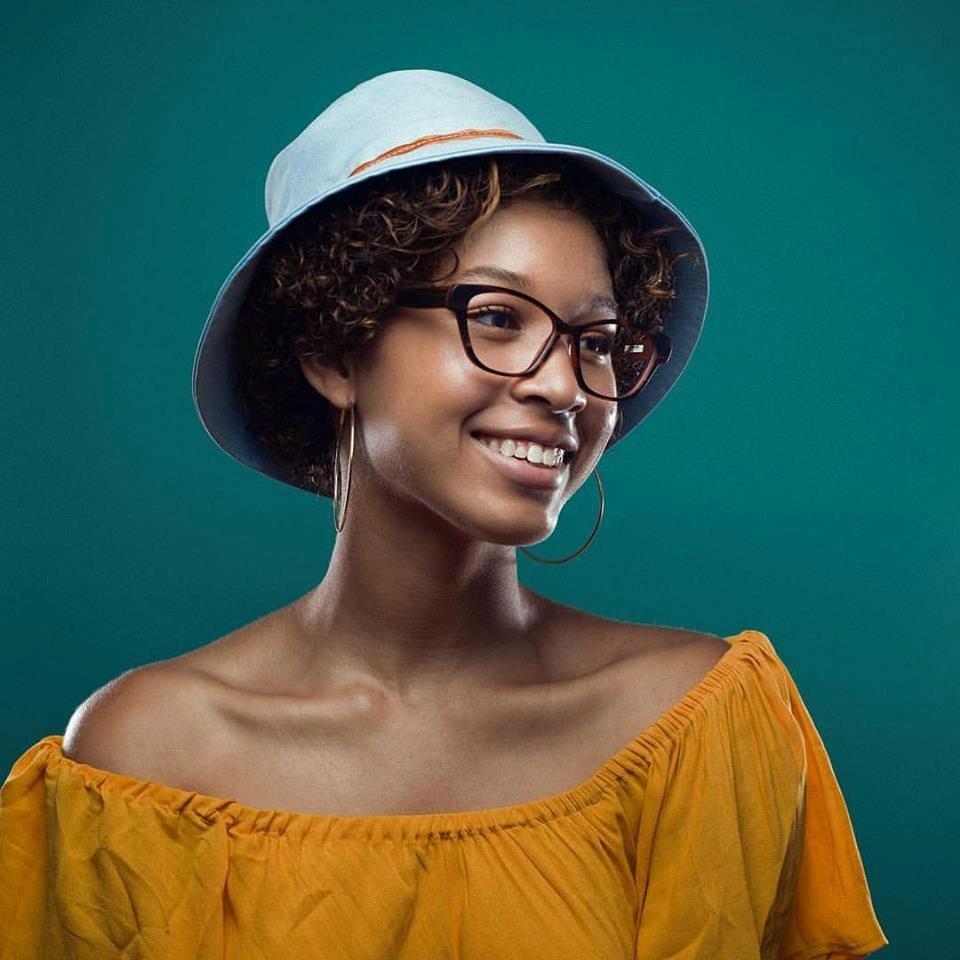 woman blue hat tortoise frames IMG 3142