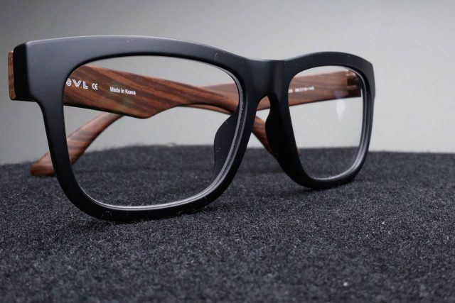 Pair of eyeglasses with non-scratch coating