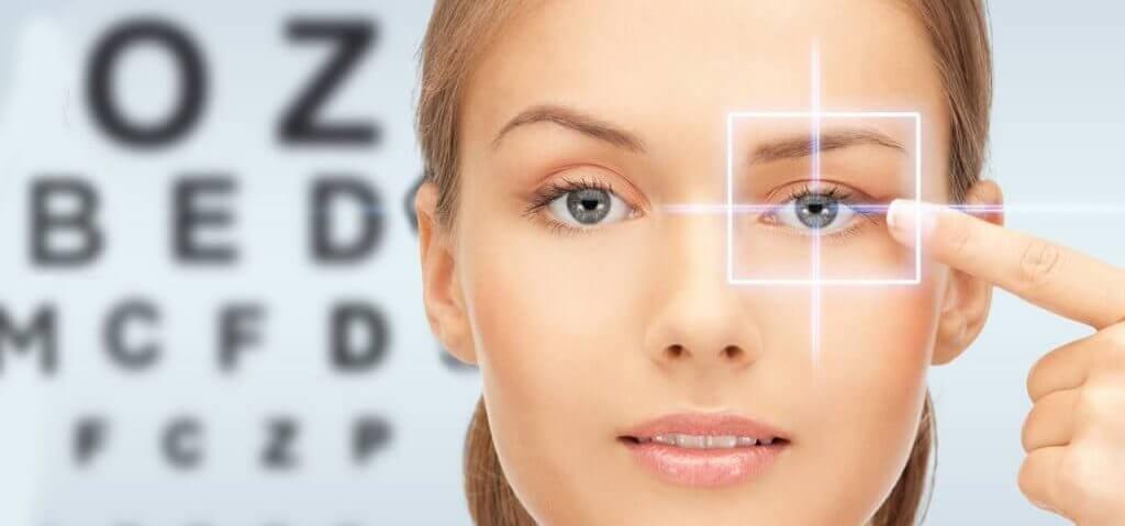 eye chart caucasian woman 1024x682v2