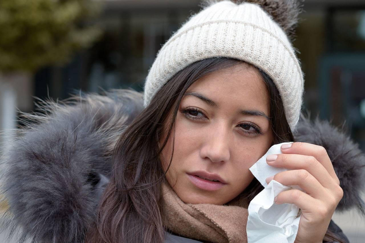 Optometrist, woman having eye allergies in Sacramento, CA
