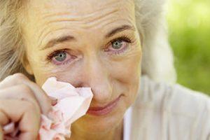 woman allergies 330×220