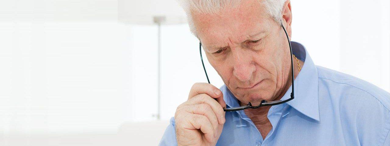 male man glasses low-vision eye-disease