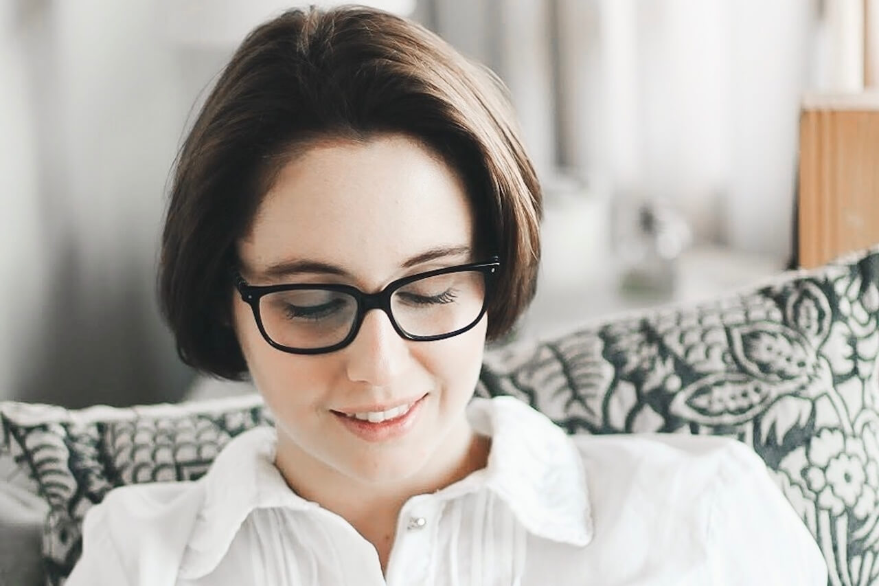 girl glasses reading_1280x853