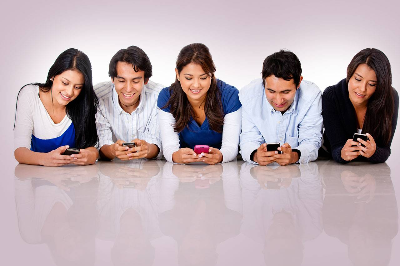 group texting ethnic 1280×853