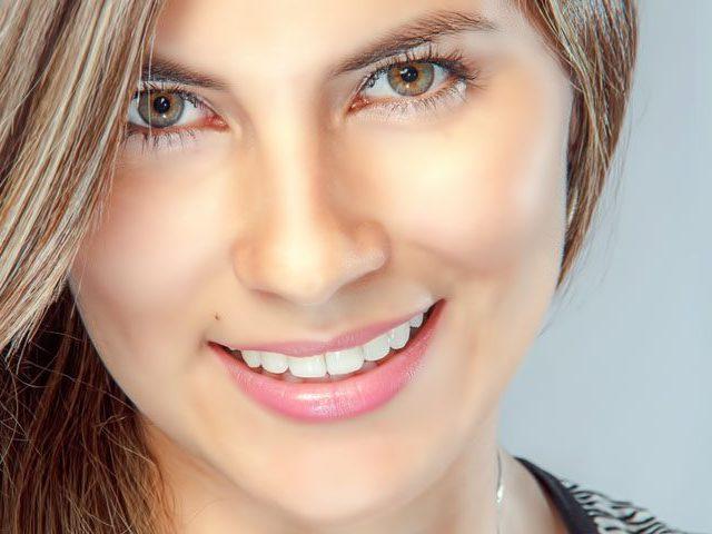 Woman-Smiling-Pretty-Eyes-1280x480-e1528976036751-640x480