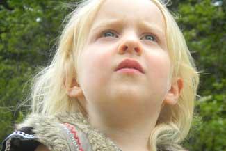 thumbnail Female Child Looking Upward 1280×480