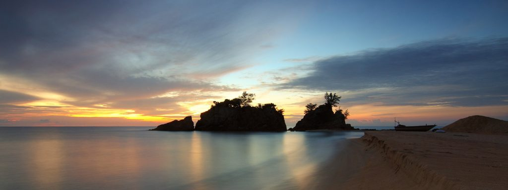 Beach-rocks-sunset-1280X480-1024x384