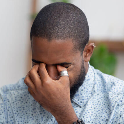 man-suffering-from-dry-eyes-640-427x427