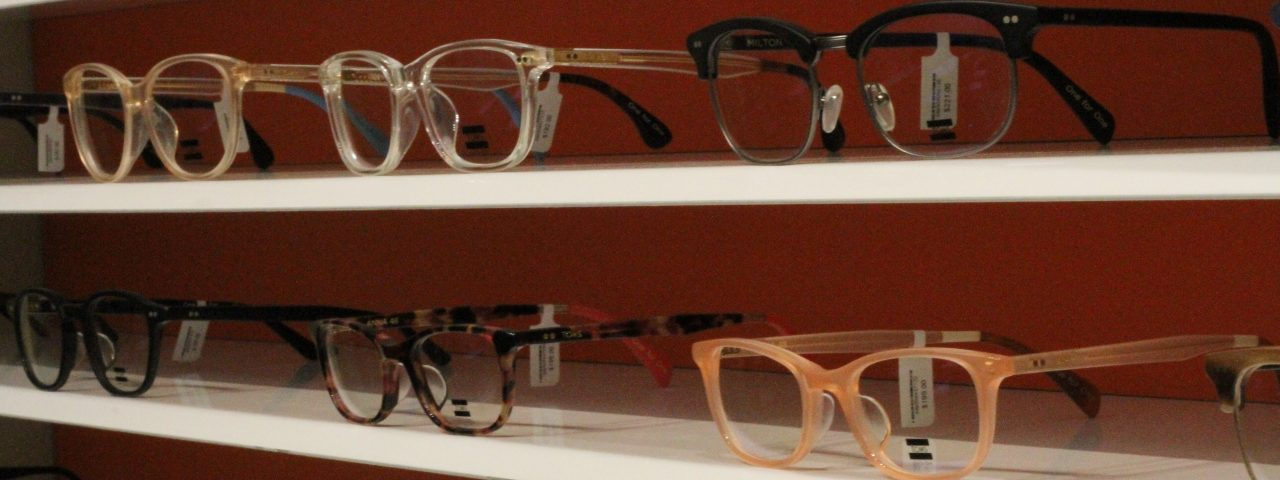 Eyeglasses stand in Toronto, ON