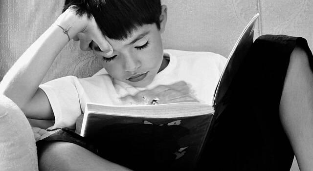 child reading 640×350