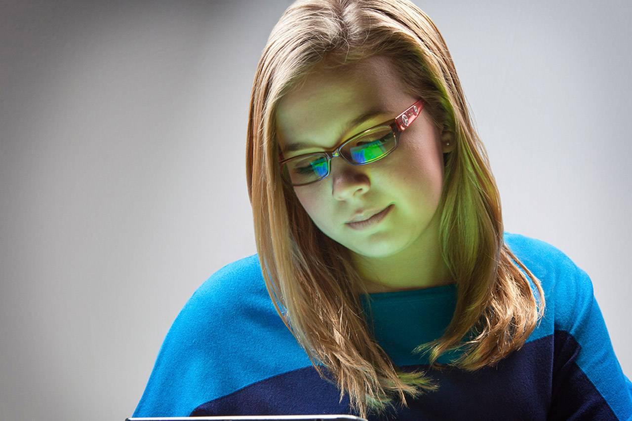 bluetech girl with ipad