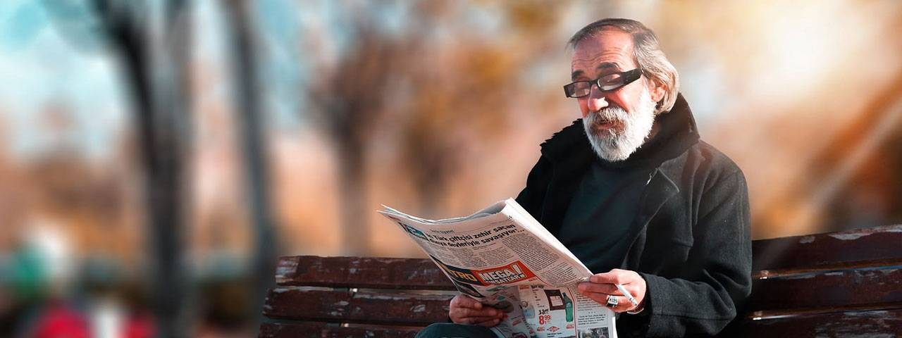 Fuchs Corneal Dystrophy patient reading newspaper 640×427