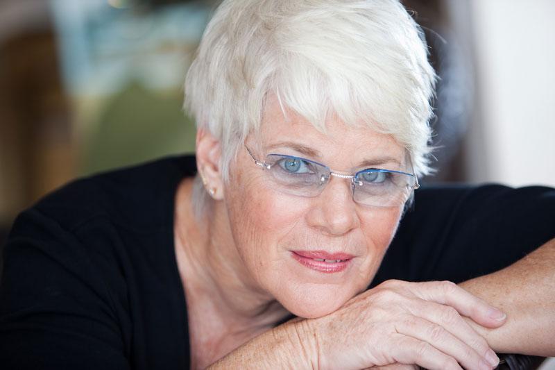 women wearing rimless eyeglasses