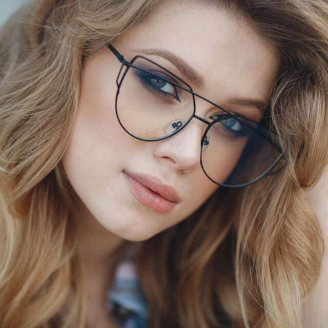 beautiful-woman-funky-glasses_640