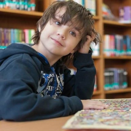 child-library-smiling-reading-640px-427x427