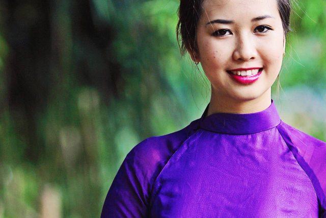 Woman Smiling Purple Dress 1280x853 640x427