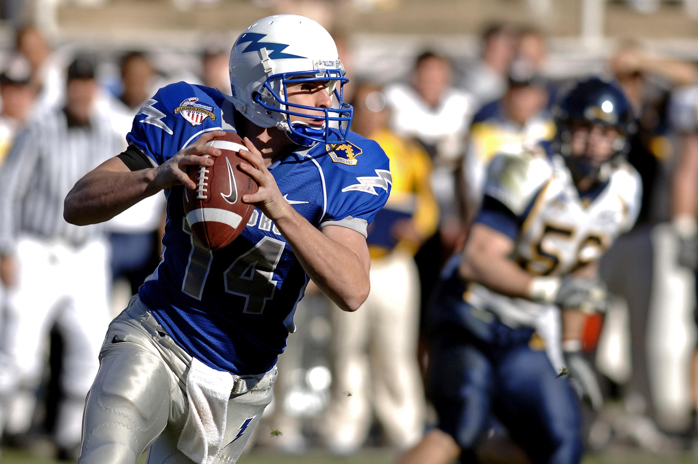 athlete ball catching 2207