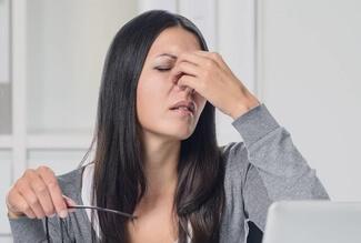 woman dry eyes 325