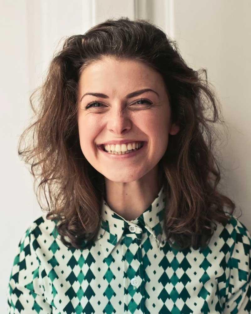 woman smilin
