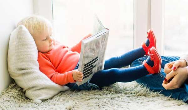 toddler reading book 1257105 (1)