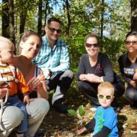 tree planting family
