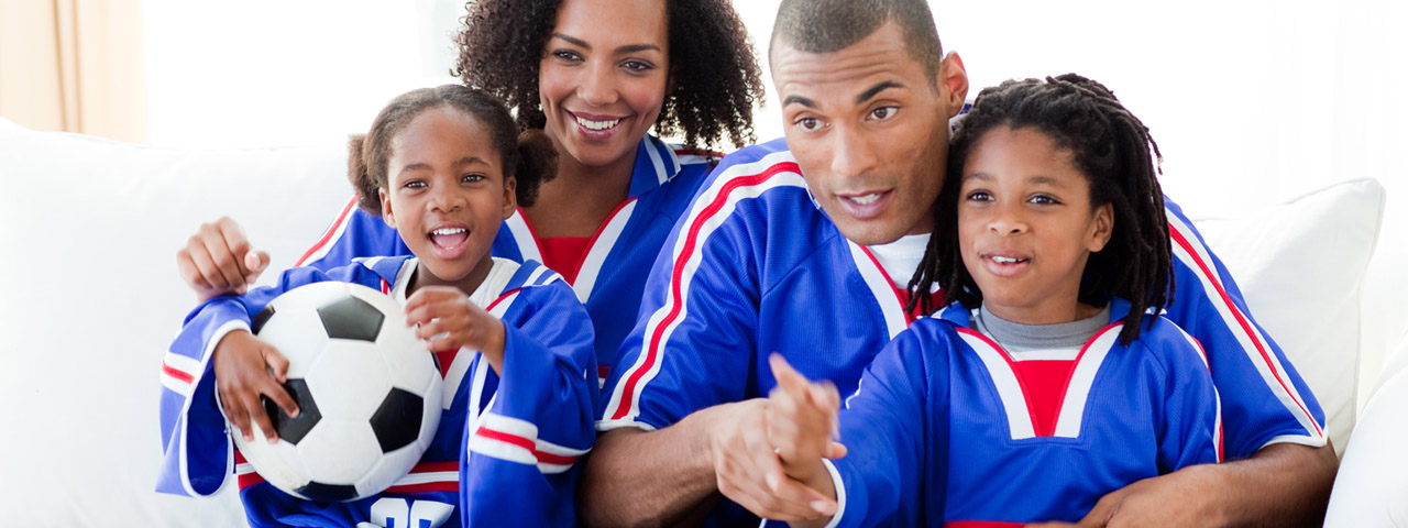 Happy-Family-Watching-Sports-1280x480